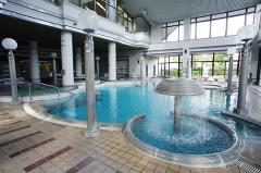 職員が自由に使えるプール、入浴施設、健康増進施設を併設